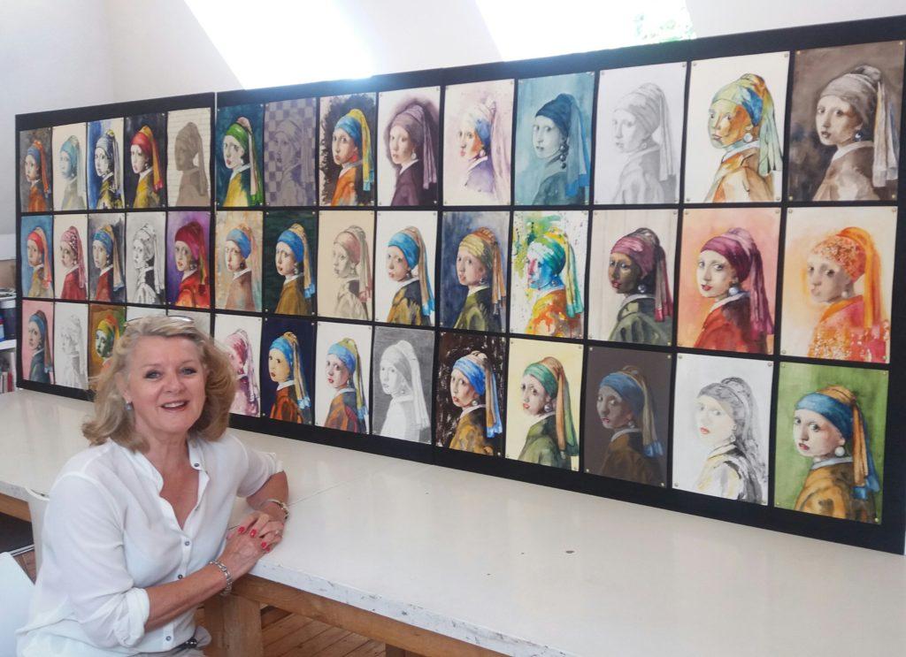 Marianne van Boxtel bij het werk van 42 cursisten.... 42 meisjes van Vermeer!